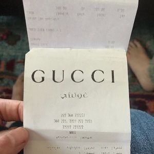 Gucci mid heel leather pump with bee motif